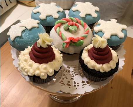 Cupcakes (with seasonal decoration)